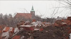 Abrisshaus mit Kirche